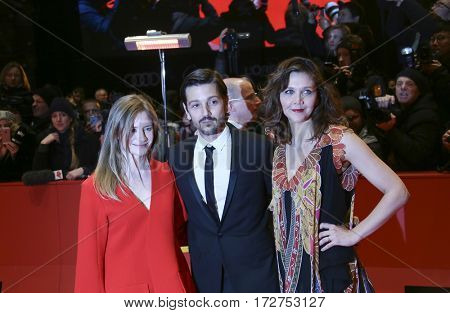 Maggie Gyllenhaal, Diego Luna and Julia Jentsch arrive for the closing ceremony of the 67th Berlinale  Film Festival Berlin at Berlinale Palace on February 18, 2017 in Berlin, Germany.