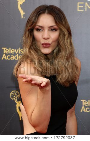 LOS ANGELES - SEP 11:  Katharine McPhee at the 2016 Primetime Creative Emmy Awards - Day 2 - Arrivals at the Microsoft Theater on September 11, 2016 in Los Angeles, CA