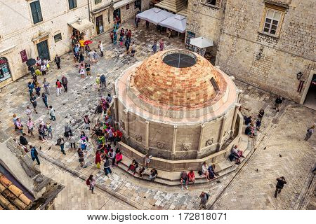 Dubrovnik, Croatia - June 13, 2016: Many Tourists Visit The Old City Of Dubrovnik And The Famous Ono