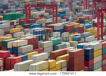 China Shanghai harber container box for lojistic transportation delivery and import and export job Shanhai tranfer container box to Singapore hub.