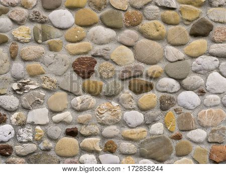 Stonewall masoned with natural rounded river stones