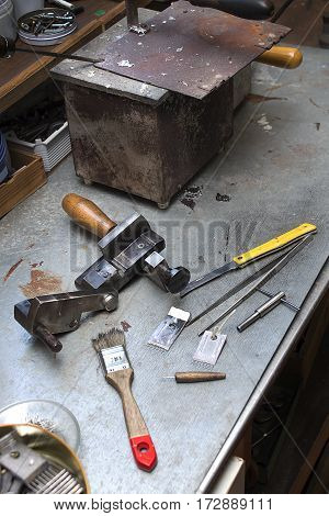 Tools, components and finished mold lie on a bench in the handcraft.