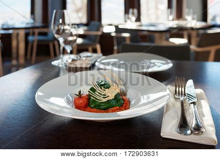 Stuffed spinach leaves with tomato sauce and cabbage chips
