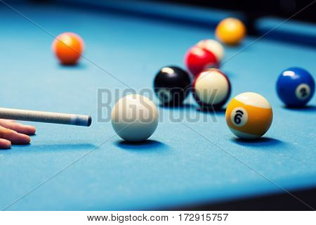 pool billiard - aiming the cue ball