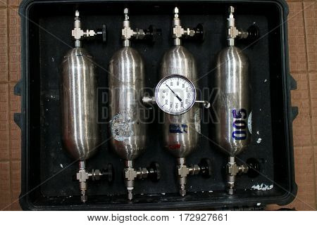 Set of gas cylinders for sampling gas samples of oil and gas industry