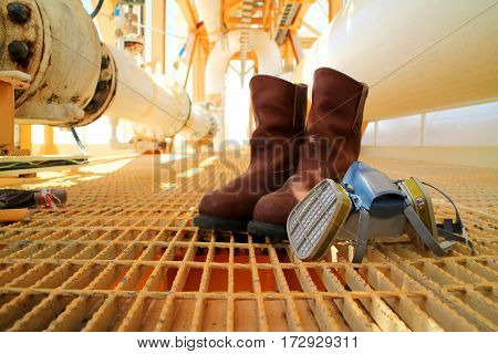 Safety equipment, goggle, safety boots or shoes,half mask for oil and gas industry.