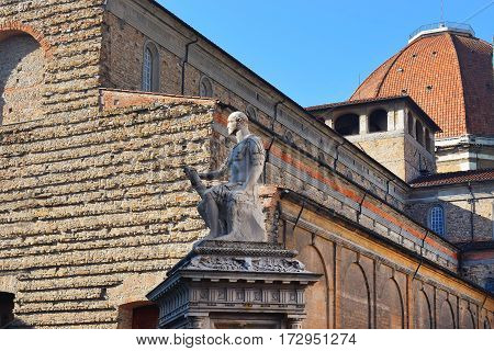 roman statue in front Basilica di San Lorenzo (Basilica of St Lawrence), Florence, Italy