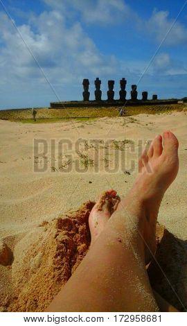 Playa de arena blanca en Isla de Pascua, Chile