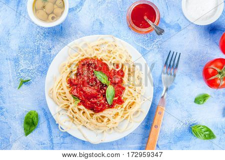 Spaghetti With Tomato Sauce, Olives And Basil