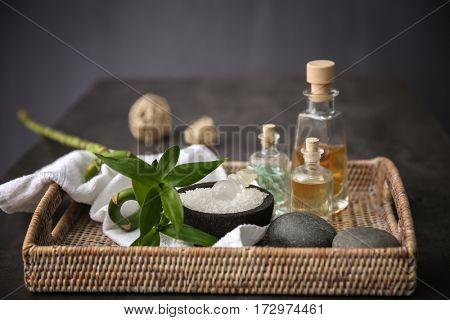Massage setting in straw basket