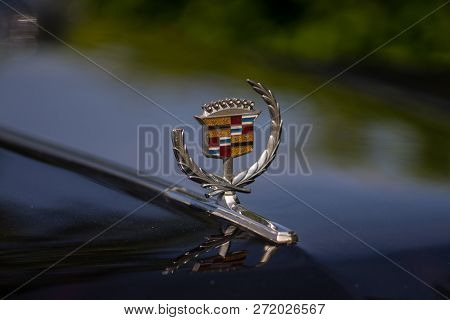 Paaren Im Glien, Germany - May 19, 2018: Broken Hood Ornament Of A Full-size Luxury Car Cadillac Eld