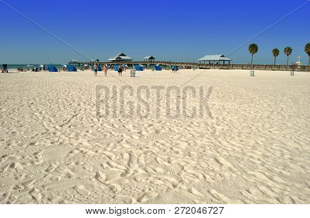 Clearwater Beach, Florida, Usa - November 8, 2013 : Tourists On Clearwater Beach Near Pier 60 In Flo