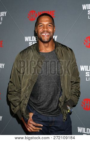 LOS ANGELES - DEC 1:  Michael Strahan at the Heavyweight Championship Of The World
