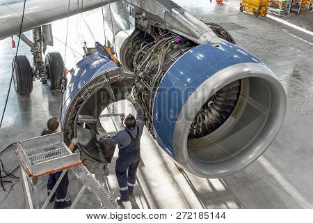 Technical Specialists And Aircraft Technicians Install The Reverse Engine After Scheduled Service. C