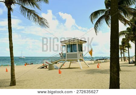 Fort Lauderdale Beach, Florida, Usa - May 16, 2017 : Lifeguard Station On Fort Lauderdale Beach