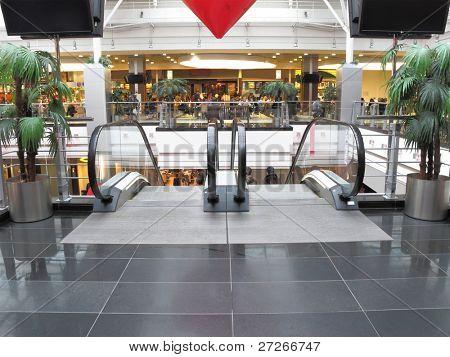 das Bild der Rolltreppe im Einkaufszentrum