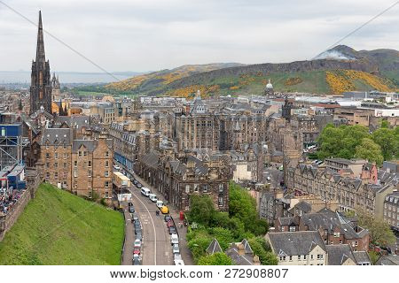 Edinburgh, Scotland - May 20, 2018: Cityscape From Edinburgh Castle With Look At St Giles Cathedral