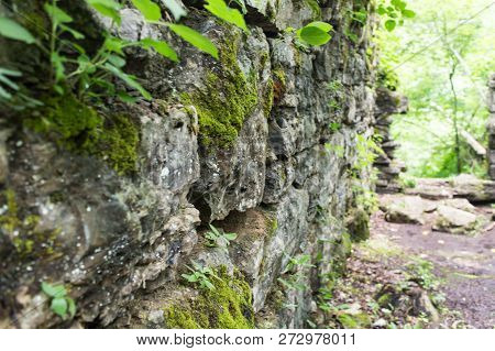 Detail Of An Abandoned Stone Building In A Forest.  Old Stone Fort State Archaeological Park, Manche