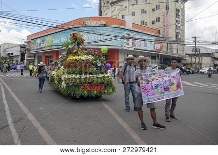 Cebu, The Philippines - 14 November 2018: Local Festival Of Autumn Harvest With People And Car On Pa