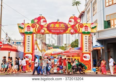 Singapore, Jan.17, 2016: Shoppers Visit Chinatown During Chinese New Year Festivities For Bargain So