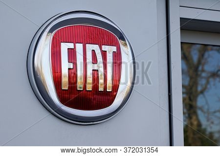 Bordeaux , Aquitaine / France - 12 04 2019 : Fiat Logo Sign Car Store Showroom Dealership Brand Of A