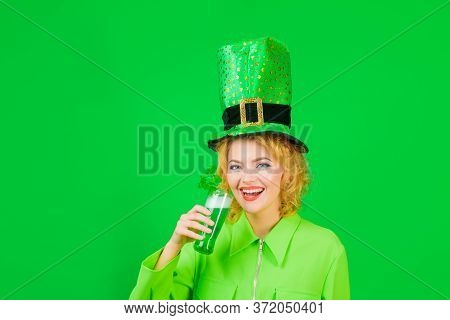 St Patricks Day. Woman With Beer. Saint Patricks Woman. Spring Festival. Beautiful Girl In Green Lep