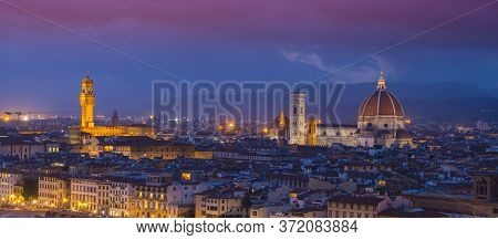 Panoramic View Over The City Of Florence From Michelangelo Square Called Piazzale Michelangelo - Tus