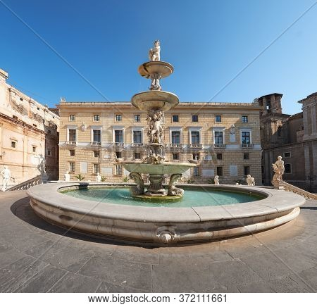 Fontana Pretoria Palermo, Praetorian Fountain With Mythological Creek Statues On Main Pretoria Place