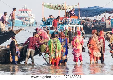 Dublar Char, Bangladesh - November 14, 2016: Hindu Pilgrims Board Their Boats During Rash Mela Festi