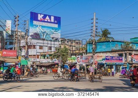 Khulna, Bangladesh - November 17, 2016: View Of A Street In Khulna, Bangladesh