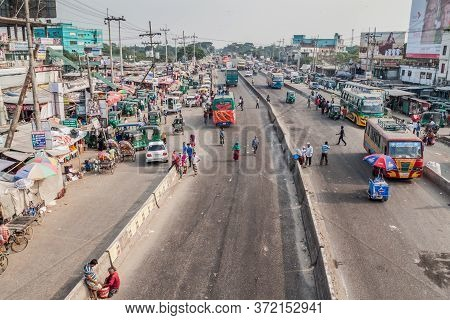 Sonargaon, Bangladesh - November 21, 2016: Traffic On N1 Road In Sonargaon Town, Bangladesh
