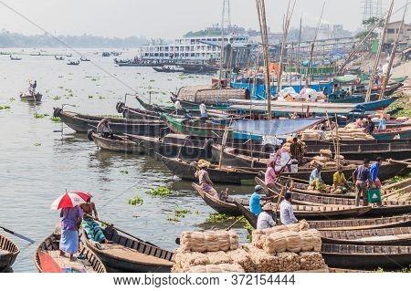 Dhaka, Bangladesh - November 22, 2016: Small Wooden Boats At Buriganga River In Dhaka, Bangladesh