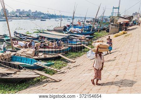 Dhaka, Bangladesh - November 22, 2016: Wooden Boats At Buriganga River In Dhaka, Bangladesh