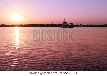River,chao Phraya River In The Evening When The Sunset.chao Phraya River,samutprakarn, Thailand