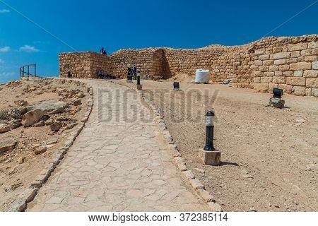 Salalah, Oman - February 25, 2017: Workers And Archeologists At Sumhuram Archaeological Park With Ru