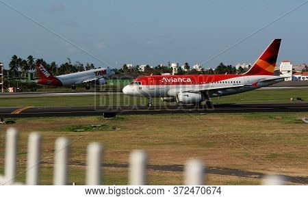 Salvador, Bahia / Brazil - September 21, 2012: Avianca's Airbus Is Seen Taxiing In The Airport Court