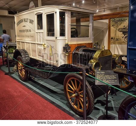 Luray, Va - 20,06,2016 : The Car And Carriage Caravan Museum In Luray, Virginia,  It Is A Unique Col