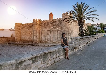Sousse. Tunisia. May 30, 2017. A Girl Posing Against The Backdrop Of The Ribat Fortress In Medina At