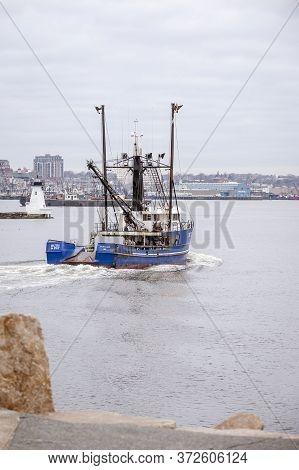 New Bedford, Massachusetts, Usa - June 6, 2018: Commercial Fishing Boat Ruth & Pat, Hailing Port Por