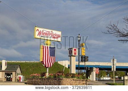 Mackinaw City, Michigan, Usa - May 30, 2020: Exterior Of Wiernerlicious  Hot Dog Stand. The Store Bi