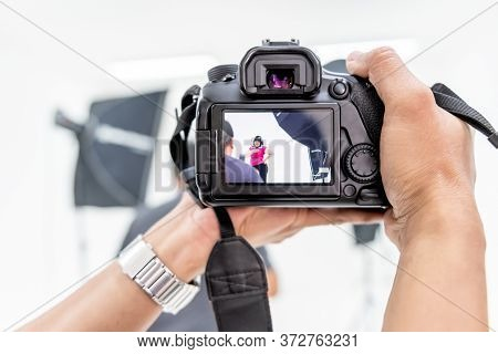 Close Up Images Of Photographers Are Shooting Asian Fat Women In The Studio With Lighting Equipment,