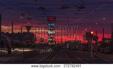 Russia, St. Petersburg 22.06.2018 Sunset And Cars At The Crossroads