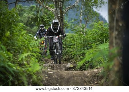 Indonesia June 23, 2020 :fully Equipped Professional Biker Is Riding A Mountain Bike Downhill Style