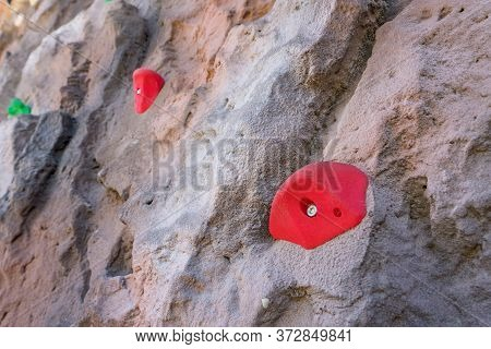 Outdoor Sports Climbing Stone Wall With Multiple Grips Simulating Mountain Climbing, Extreme Hobby C