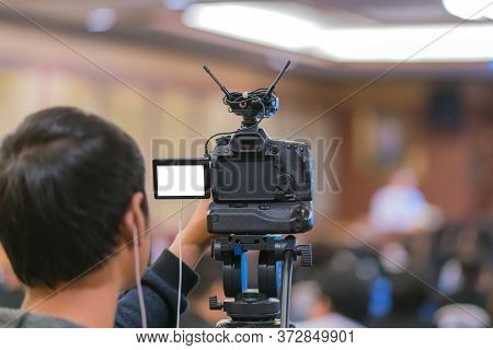 Cameraman Taking Vedio To Speaker On The Stage Present In Conference Hall Or Seminar Meeting, Event