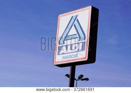 Bordeaux , Aquitaine / France - 10 27 2019 : Aldi Market Sign Store Superstore Shop Logo Leading Glo