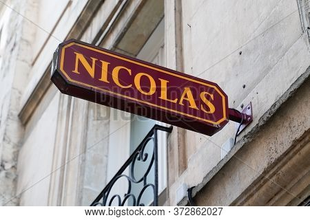 Bordeaux , Aquitaine / France - 11 07 2019 : Nicolas Cave Alcohol Shop Cellar Sell Wine Beer Store L