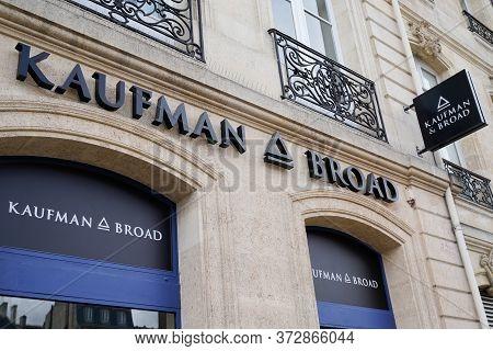 Bordeaux , Aquitaine / France - 02 07 2020 : Kaufman & Broad Logo Office Sign Kb Home Homebuilding C