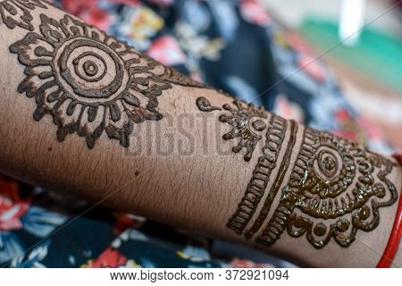 Beautiful Mehndi Designs On Hand At Indian Hindu Marriage. 02