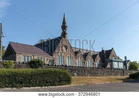 Bristol-june-2020-england-a Close Up View Of A Church In Long Ashton In Bristol
